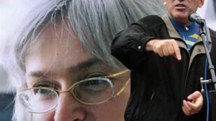 2008年8月30日卡斯帕羅夫在莫斯科舉行的抗議暗殺安娜•波利特科夫卡婭集會上