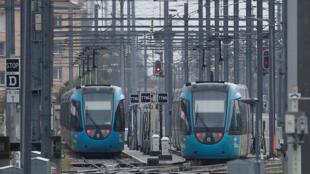 Tàu đỗ lại sân ga trong ngày đình công của nhân viên ngành xe lửa.