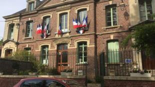 La mairie et ancienne école communale de Ponchon (Oise).