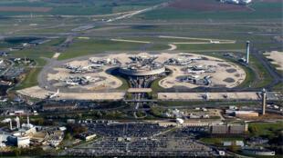 Vue aérienne du terminal 1 de l'ADP, Aéroport de Paris, Roissy Charles De Gaulle.