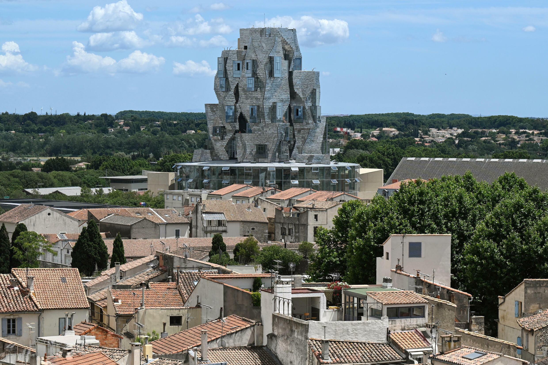 La tour de la Fondation Luma, à Arles, dans le sud de la France, conçue par l'architecte Franck Gehry, le 24 juin 2021, lors de son ouverture au public.
