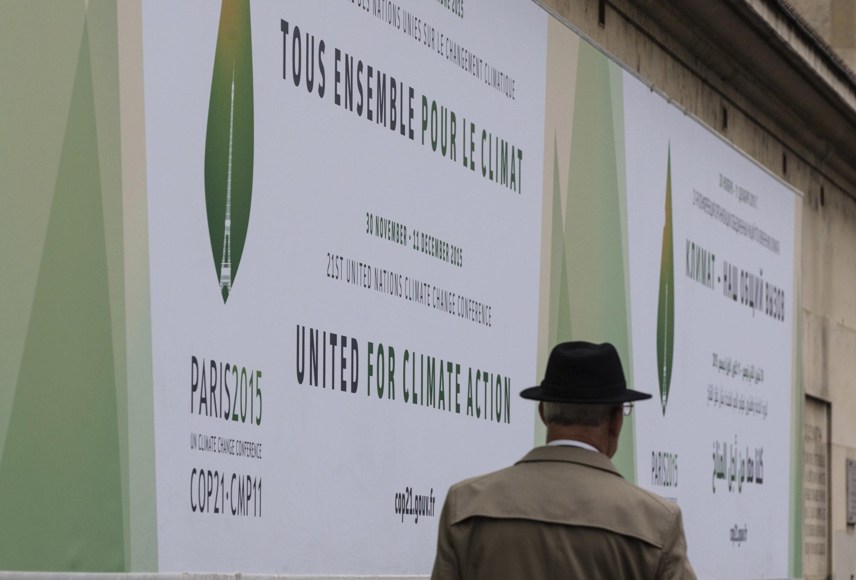 Placas anunciam a chegada da Conferência do Clima de Paris, a COP 21.