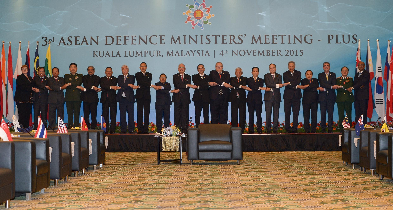 Các bộ trưởng Quốc Phòng ASEAN dự ADMM Plus tại Subang, ngoại ô Kuala Lumpur, Malaysia, ngày 04/11/2015