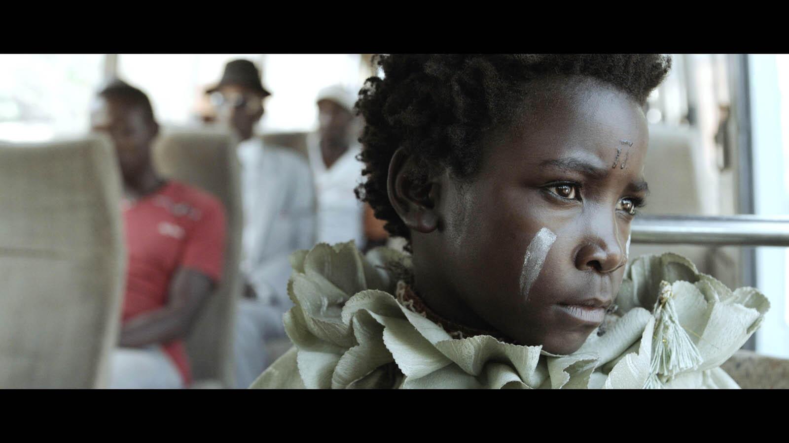 Maggie Mulubwa interprète la « sorcière » Shula dans le film «I Am Not A Witch» de Rungano Nyoni.