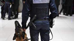 Агент службы безопасности городского транспорта RATP