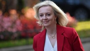 Liz Truss, é a ministra do Comércio Externo do Reino Unido, cujo país assinou no dia 4 de Junho de 2021 acordos comerciais com três países europeus, entre os quais a Noruega.