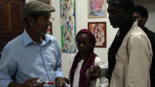 Mokhis, Aïcha Fall et Mamadou Anne à l'exposition de ce dernier le 2 février 2019 à la Maison des artistes de Nouakchott.