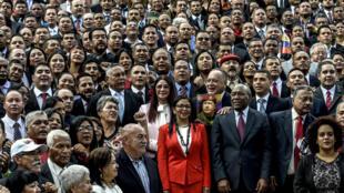 Les membres de l'Assemblée nationale constituante posent pour la photo, à Caracas, le 4 août 2017.