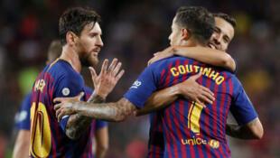 Lionel Messi da Philippe Coutinho yayin murnar nasarar jefa kwallo a raga.