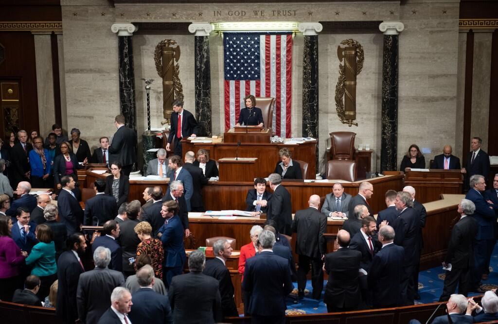 Chủ tịch Hạ Viện Mỹ Nancy Pelosi trong phiên bỏ phiếu Nghị quyết 755 luận tội nhằm phế truất tổng thống Donald Trump, Washington, Hoa Kỳ, ngày 18/12/2019