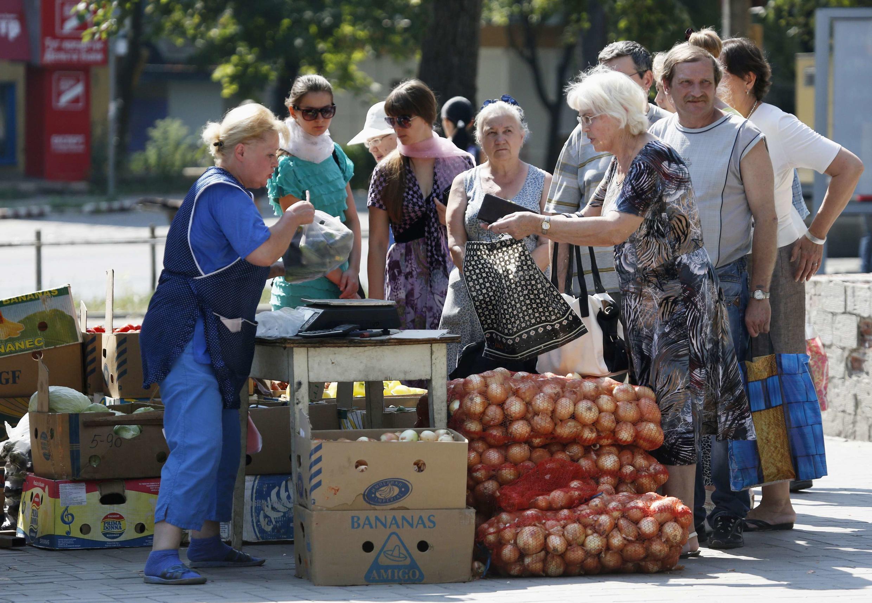 Очередь за овощами, Донецк, 10 августа 2014 г.