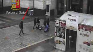 Thủ phạm khủng bố ở Berlin Anis Amri bị nhận dạng tại ga xe lửa  Milano, ngày 23/12/2016.