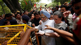 "Congress party president Sonia Gandhi (centre R) and former Prime Minister Manmohan Singh (blue turban) tussle with police on a ""Save Democracy"" march in Delhi on Friday"