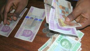 La question de la sortie du franc CFA revient régulièrement dans les débats.