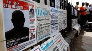 Un journal congolais titre «Le prochain président de la RDC, c'est lui» sur une devanture, le 9 janvier 2019.