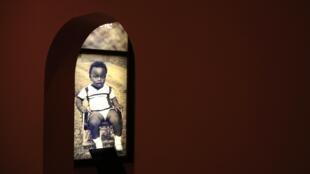 Plus de 800 000 Rwandais ont été tués lors du génocide de 1994, essentiellement des Tutsis. Le Mémorial du génocide à Kigali rend hommage à leur mémoire.