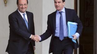 François Hollande y Manuel Valls tras la reunión de emergencia de este lunes en el Elíseo.