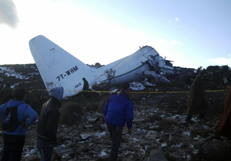 O avião militar caiu em uma região montanhosa entre Tamanrasset e Constantina