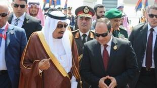 Le roi d'Arabie saoudite et le président égyptien, au sommet de la Ligue arabe ce 28 mars en Egypte.