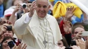 O Papa Francisco canonizou João 23 e João Paulo 2° neste domingo 27 de abril de 2014.