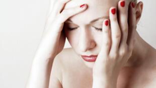 Dolor persistente, rigidez de los músculos y tendones, insomnio, dolores de cabeza y problemas de pérdida de memoria momentánea, son algunos de los síntomas de la fibromialgia.