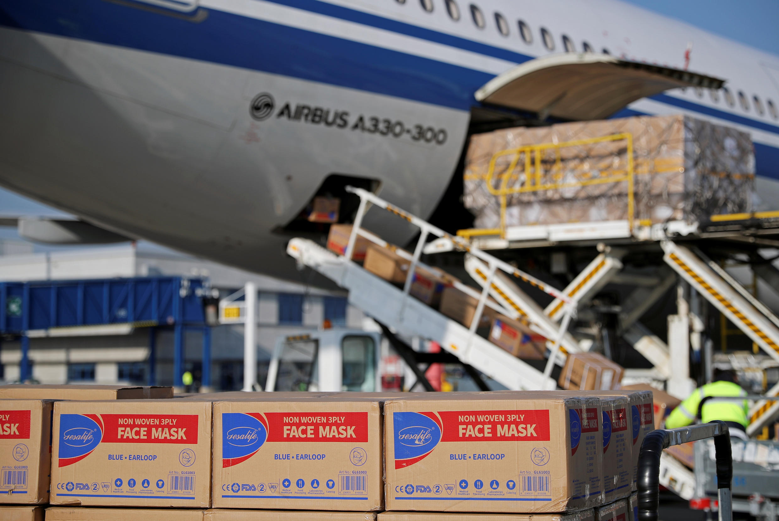 China masks plane delivery
