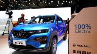 Le nouveau véhicule électrique (EV) City K-ZE, un SUV de la marque française Renault, présenté lors de la journée des médias pour le salon de Shanghai en Chine, le 16 avril 2019.