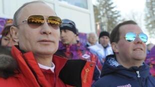 Le président russe Vladimir Poutine et son Premier ministre, Dimitri Medvedev à Sotchi.