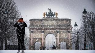 Snow covered in Paris last week