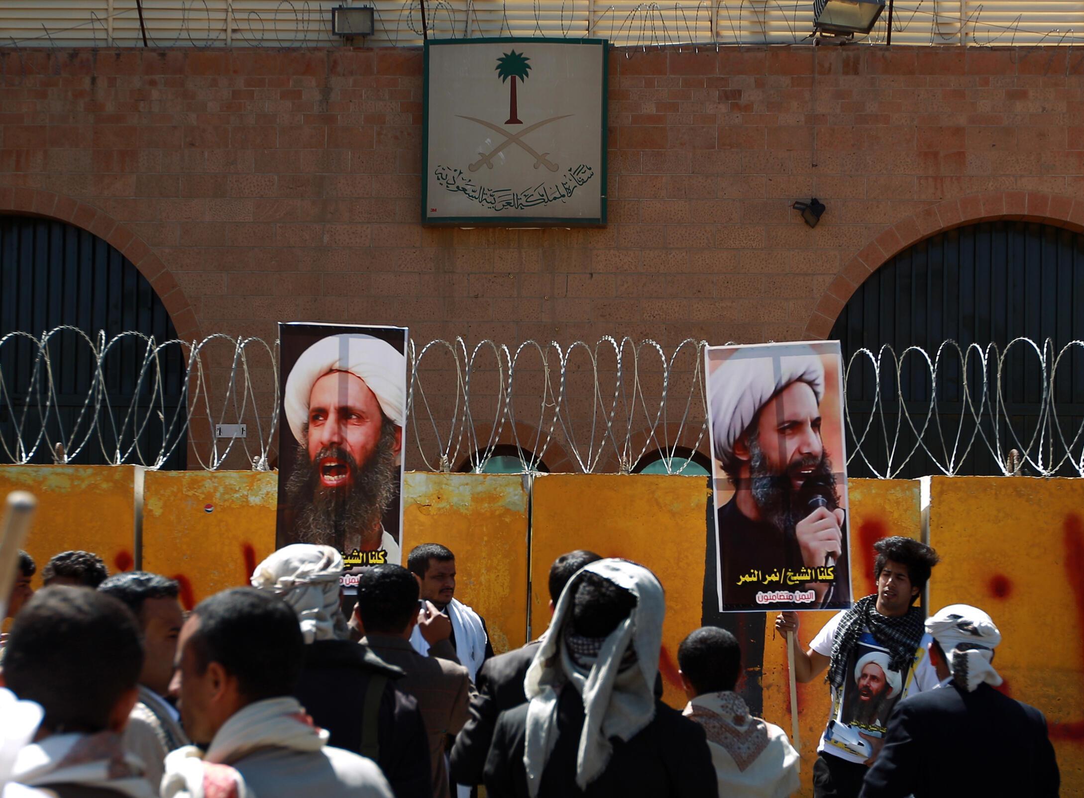 Manifestação de apoio ao xeque Nimr, diante da embaixada saudita em Sanaa, no Iêmen, em outubro de 2014.