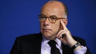 """O ministro francês do Interior, Bernard Cazeneuve, disse que """"a gravidade da crise requer uma adaptação rápida das autoridades"""" à questão da imigração."""