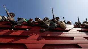 Miliciens de la région Amhara en route vers le front pour combattre le TPLF tigréen, le 9 novembre 2020.