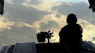 Un helicóptero estadounidense sobrevuela la provincia de Paktiya, en Afganistán, en julio de 2011.