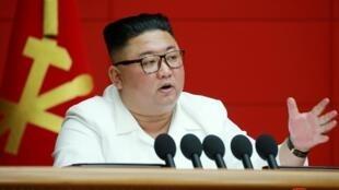 Le leader nord-coréen, Kim Jong-un, lors de son allocution devant le comité central du Parti des travailleurs, le 20 août 2020.