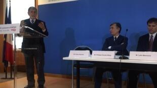 Celso Amorim, ex-ministro dos governos Lula e Dilma, durante coletiva de imprensa em Paris, nesta terça-feira (21).