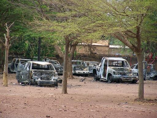 Gari zilizo teketezwa kwa moto mjini Koudougou April  2011.