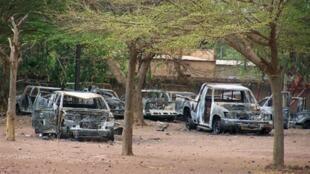Veículos incendiados em Koudougou. 14/04/11