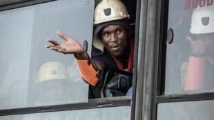 Quase 1000 mineiros são resgatados na África do Sul, após 30 horas debaixo da terra. Foto 02/01/18