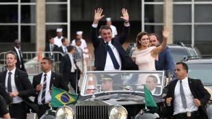 Jair Bolsonaro en route pour son investiture, à Brasilia, mardi 1er janvier 2019.