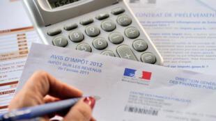 Le prélèvement, prévu par le gouvernement pour 2018 en France, est déjà appliqué dans de nombreux pays développés depuis longtemps. Selon quelles modalités ?