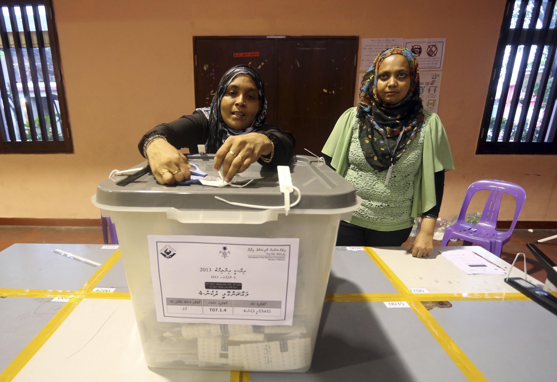 A counting centre in Male, Maldives, 9 November, 2013