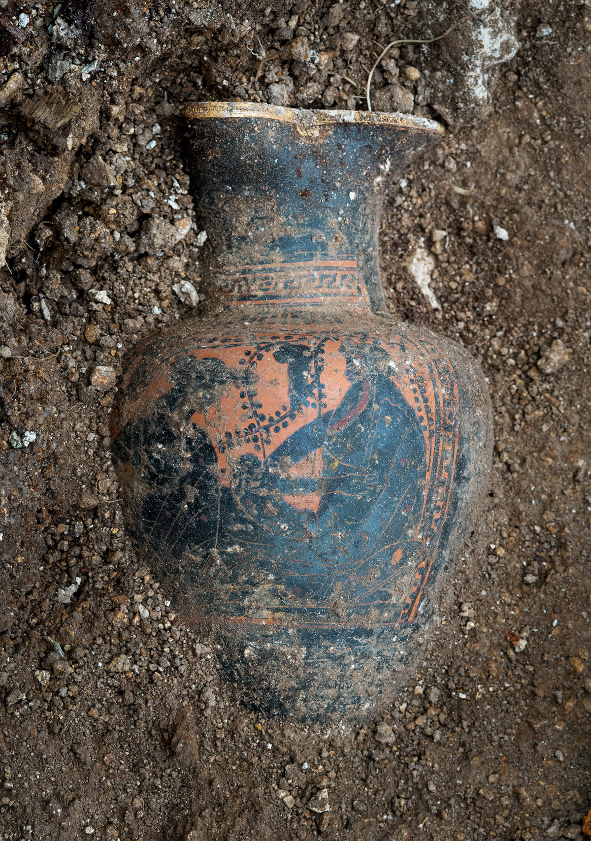 Dionysos and friend on the vase unearthed at Lavau
