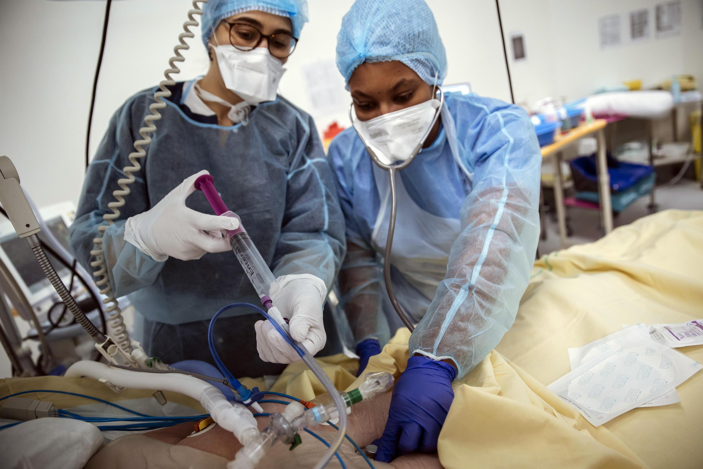 france-covid-hopital-patient