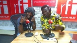 Mwanamuziki wa Bongo Fleva Foby, ndani ya Studio za RFI Kiswahili na Ali Bilali