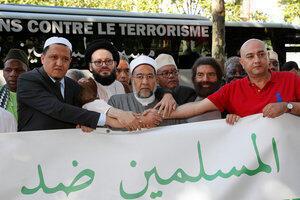 Имам Шальгхуми вместе с другими европейскими имами, а также Мареком Хальтером, французским публицистом, исповедающим иудаизм и выступающим за межконфессиональный диалог, 8 июля 2017 года