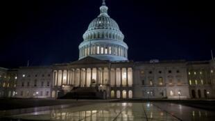 سناتورهای دمکرات برای خروج از بن بست بودجه ای در آمریکا روز دوشنبه با سناتورهای جمهوریخواه به توافق رسیدند تا با تأیید یک طرح قانونی، بودجه دولت فدرال آمریکا تا هشتم فوریه تامین شود.