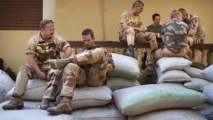 Tropas francesas no Mali durante pausa em  Niono.