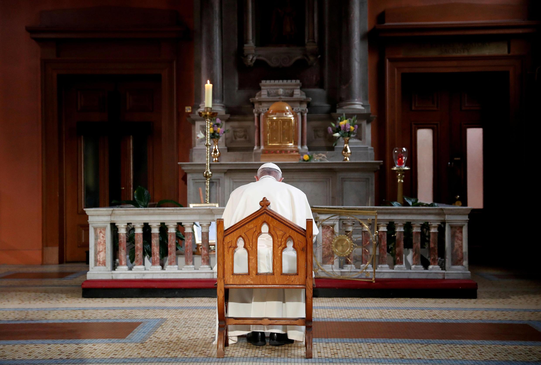 Giáo hoàng Phanxicô cầu nguyện cho nạn nhân các vụ ấu dâm trong Giáo Hội tại nhà thờ St Mary's ở Dublin, ngày 25/08/2018.