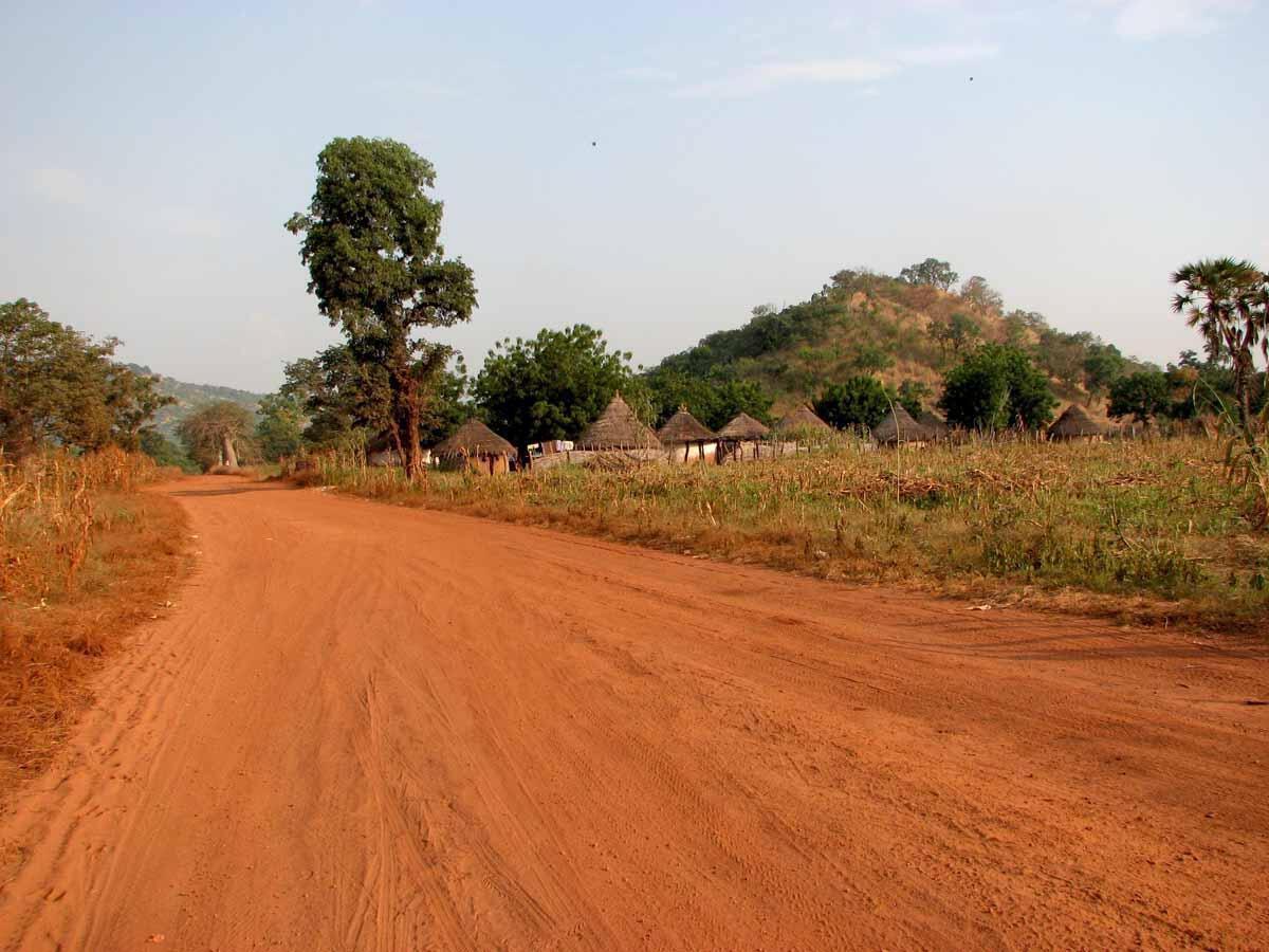 Une route dans la région de Kayes,à l'ouest de Bamako au Mali. (Image d'illustration)