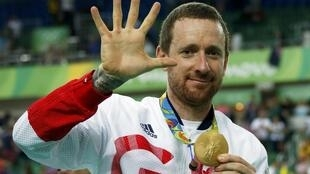 Bradley Wiggins of Britain poses with his fifth gold medal.